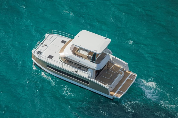 Fountaine Pajot MY 37 – 01