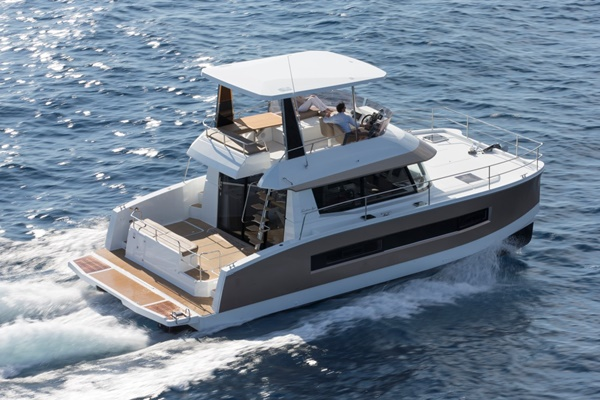 Fountaine Pajot MY 37 – 02