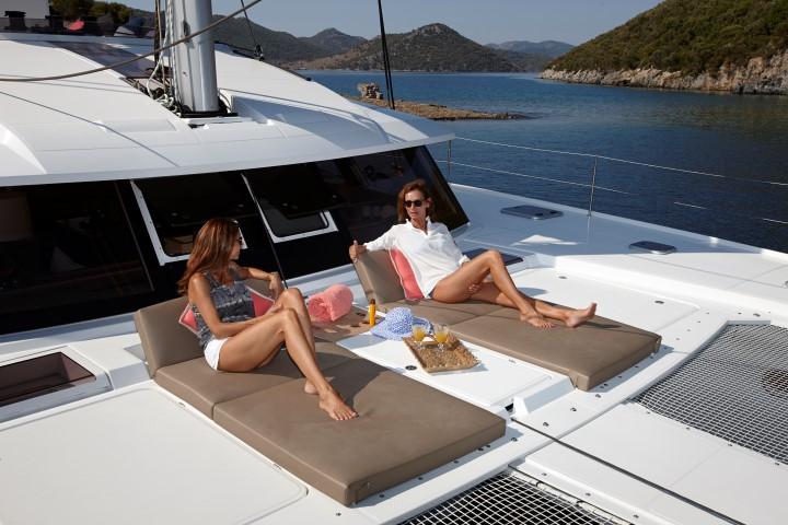 Ipanema 58 - fwd cockpit with sunbath