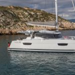 Astrea 42 - Mooring by the side