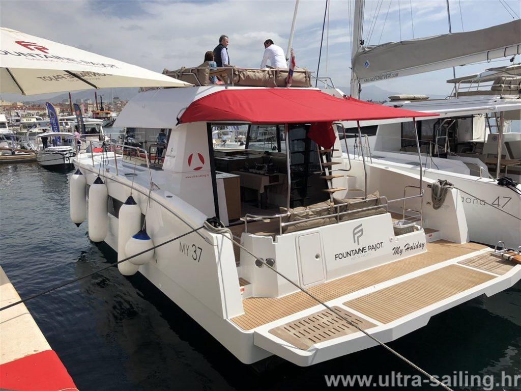 Motor Catamaran MY 37 - Charter Croatia