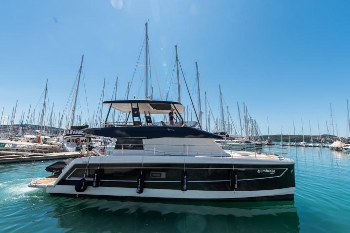 Motor Yacht 44 - Power catamaran Charter